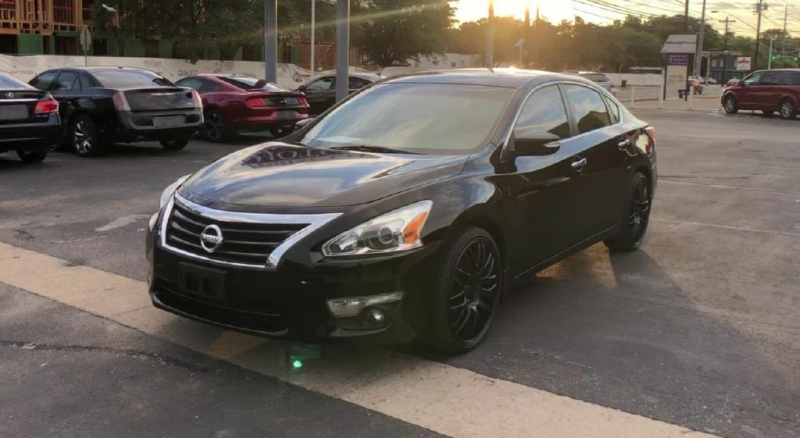 Nissan Altima 2014 price $10,900