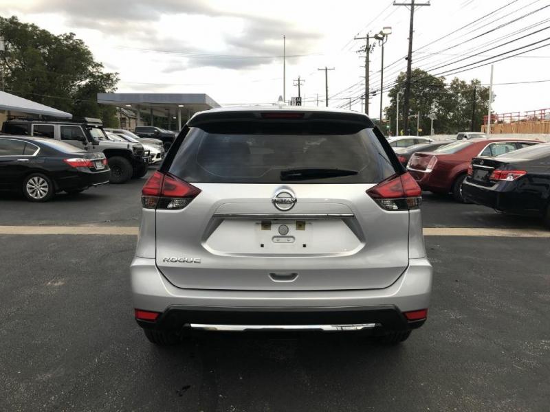 Nissan Rogue 2017 price $11,900