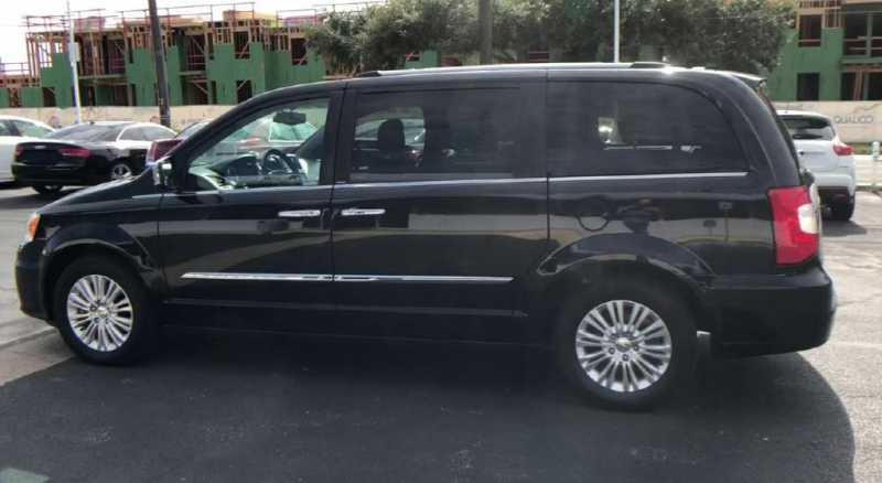 Chrysler Town & Country 2014 price $17,900