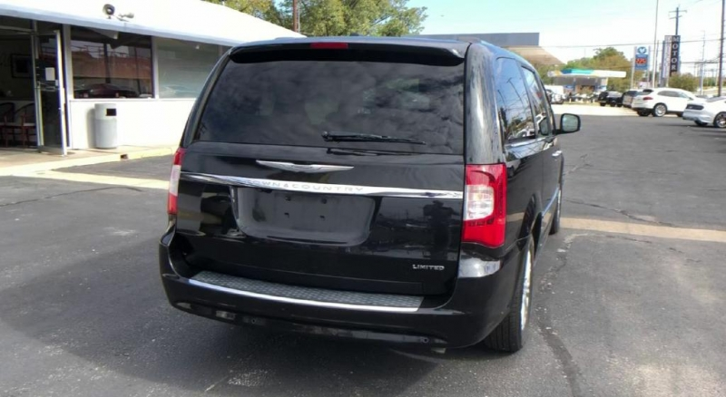 Chrysler Town & Country 2014 price $16,500