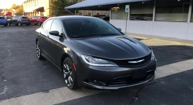Chrysler 200 2015 price $13,900
