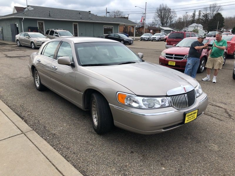 LINCOLN TOWN CAR 1999 price $4,977
