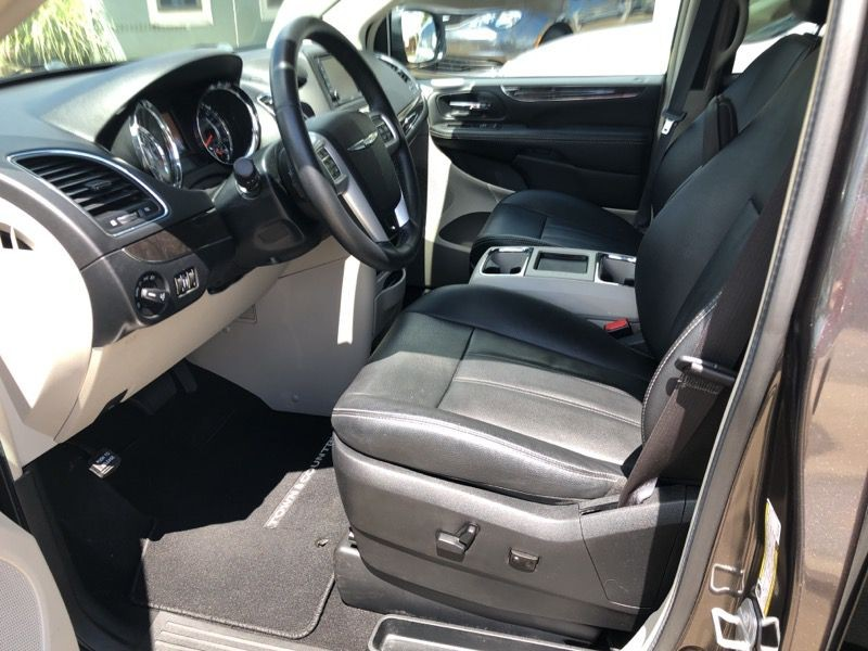 CHRYSLER TOWN & COUNTRY 2016 price $17,977