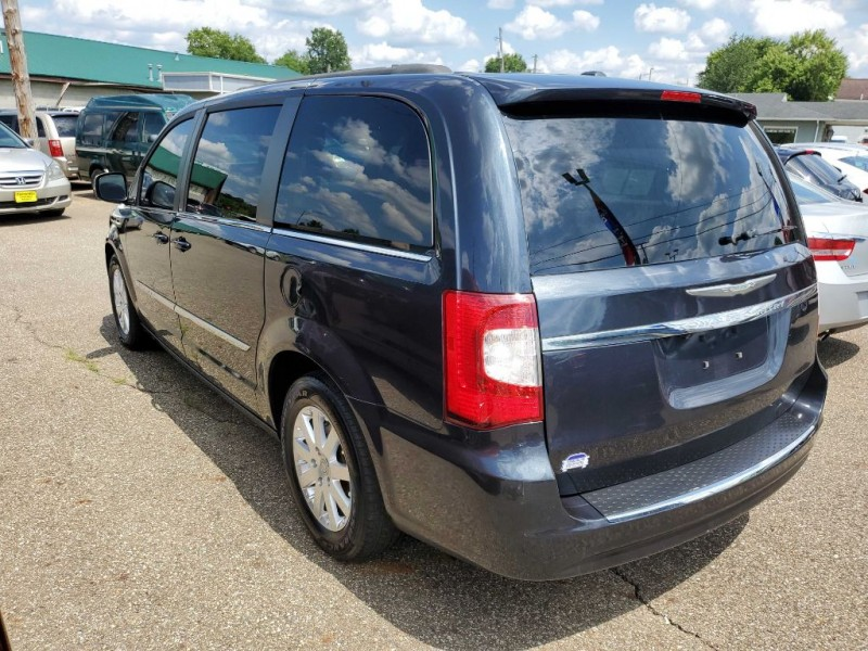 CHRYSLER TOWN & COUNTRY 2013 price $8,977
