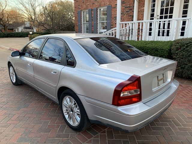 Volvo S80 2002 price $3,498
