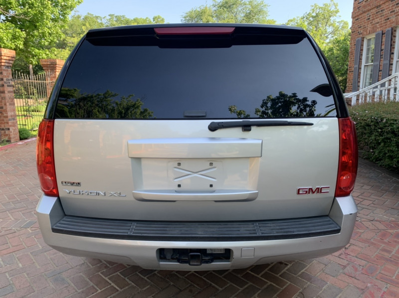 GMC Yukon XL 2011 price $8,998