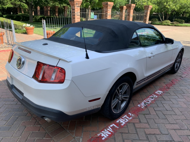 Ford Mustang 2010 price $7,475