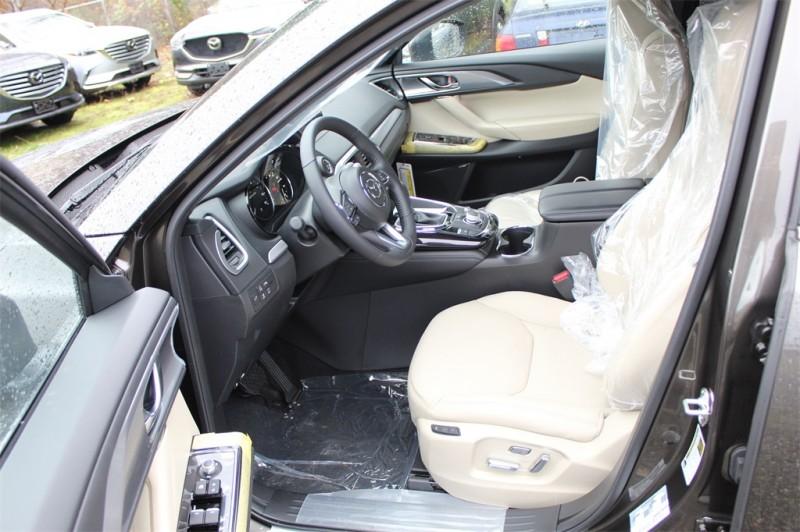Mazda CX-9 2019 price $42,635