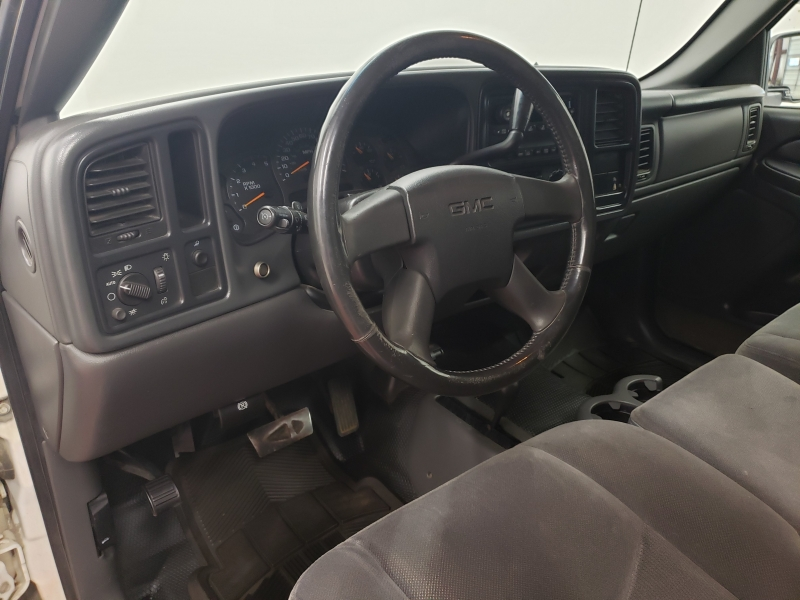 GMC Sierra 2500HD Regular Cab 4WD 2004 price $13,995