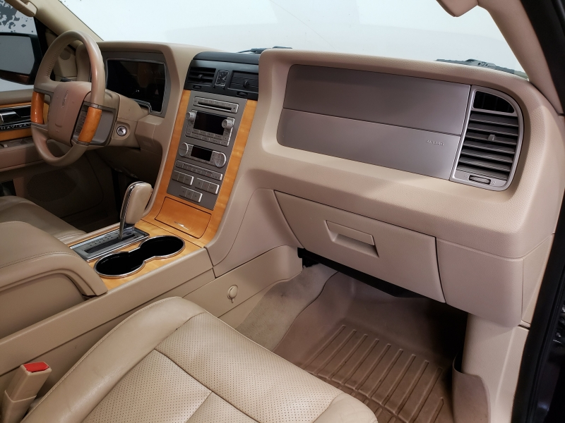 Lincoln Navigator Luxury 4WD 2007 price $10,995