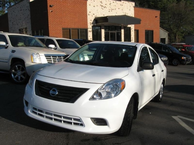 Unique Auto Sales >> 2014 Nissan Versa S 5 599