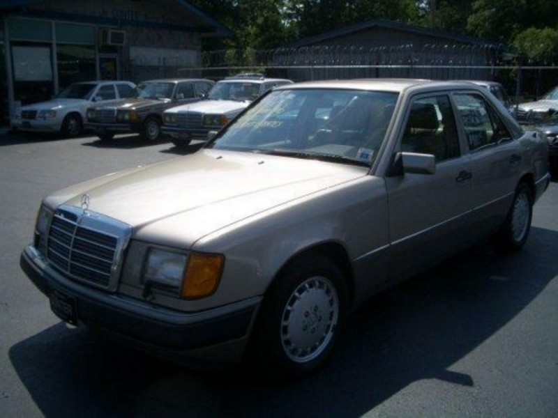 Mercedes-Benz 300-Class 1992 price $3,900