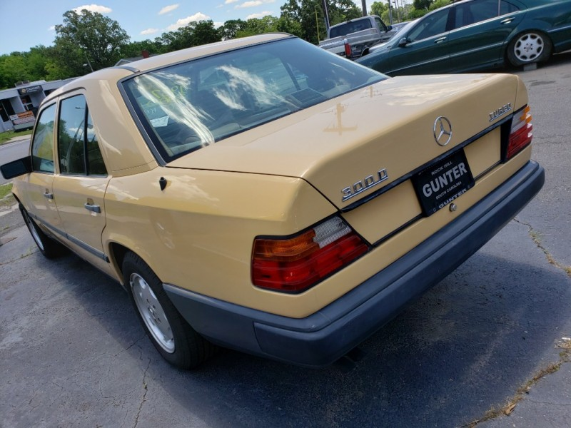 Mercedes-Benz 300 Series 1987 price $9,700