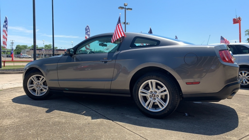 FORD MUSTANG 2011 price $12,900