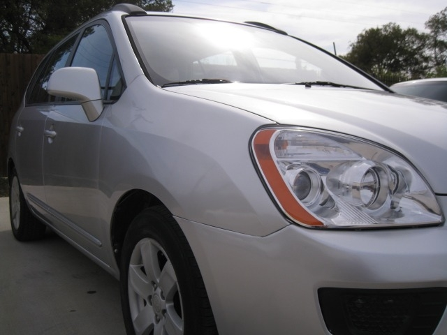 Kia Rondo 2008 price $3,695 Cash