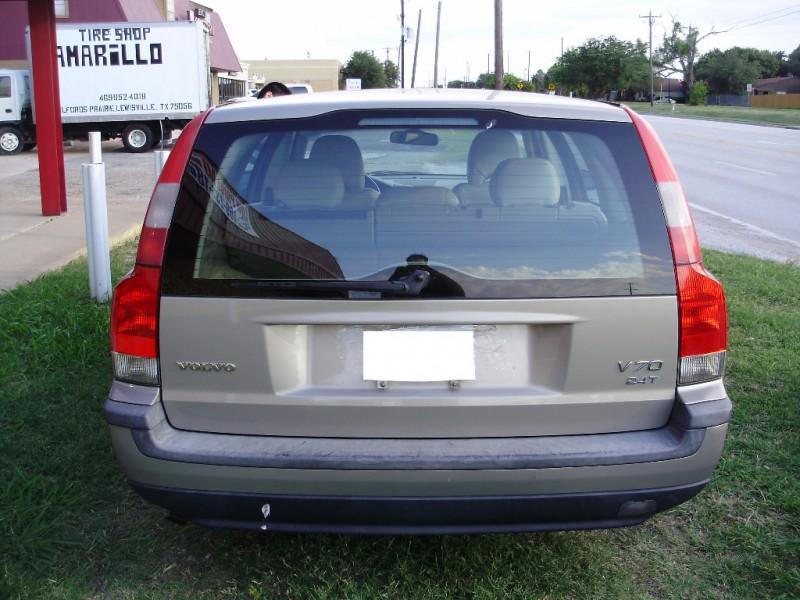 Volvo V70 2001 price $3,900