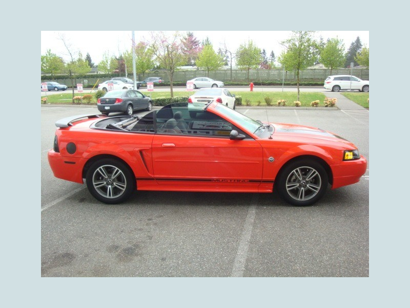 Ford Mustang 2004 price $5,900