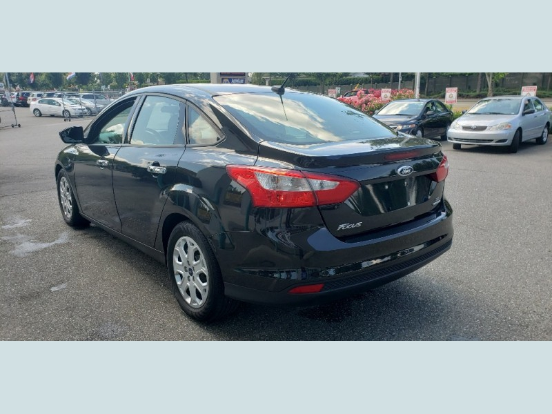 Ford Focus 2014 price $9,900