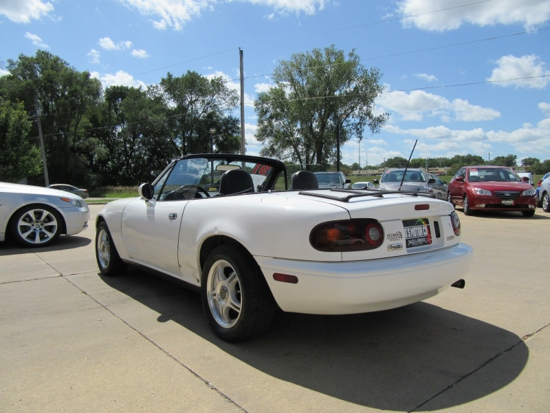 Mazda MX-5 1991 price $3,295