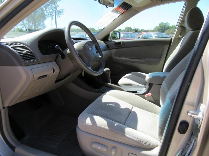 Toyota Camry 2004 price $3,595