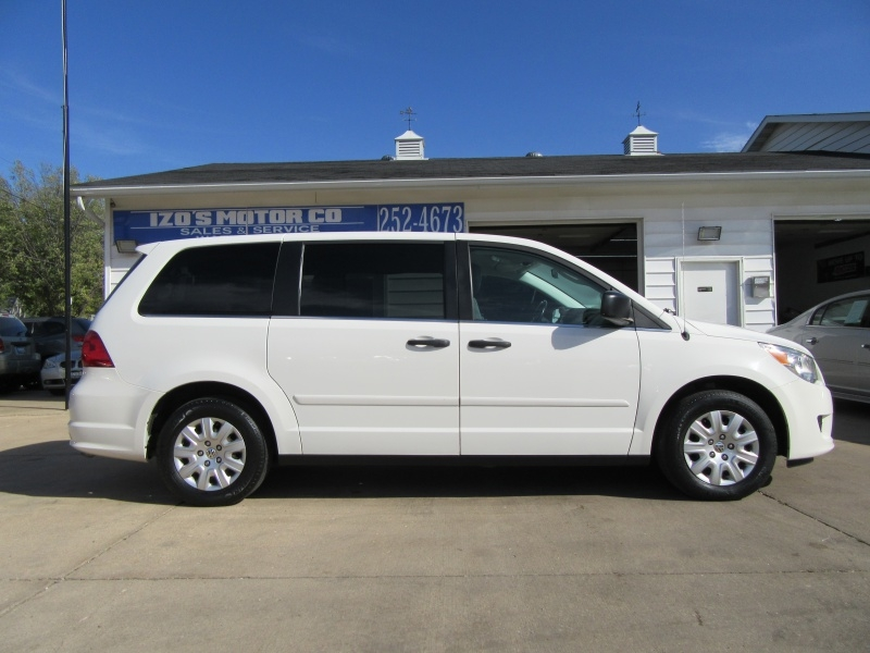 Volkswagen Routan 2011 price $6,595