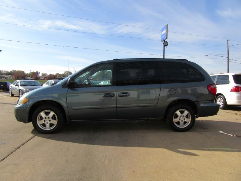 Dodge Caravan 2005 price $2,595