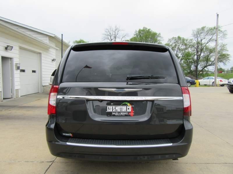 Chrysler Town & Country 2012 price $0