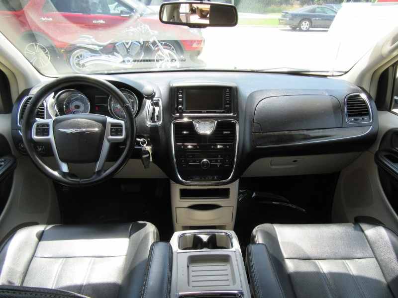 Chrysler Town & Country 2012 price $5,995
