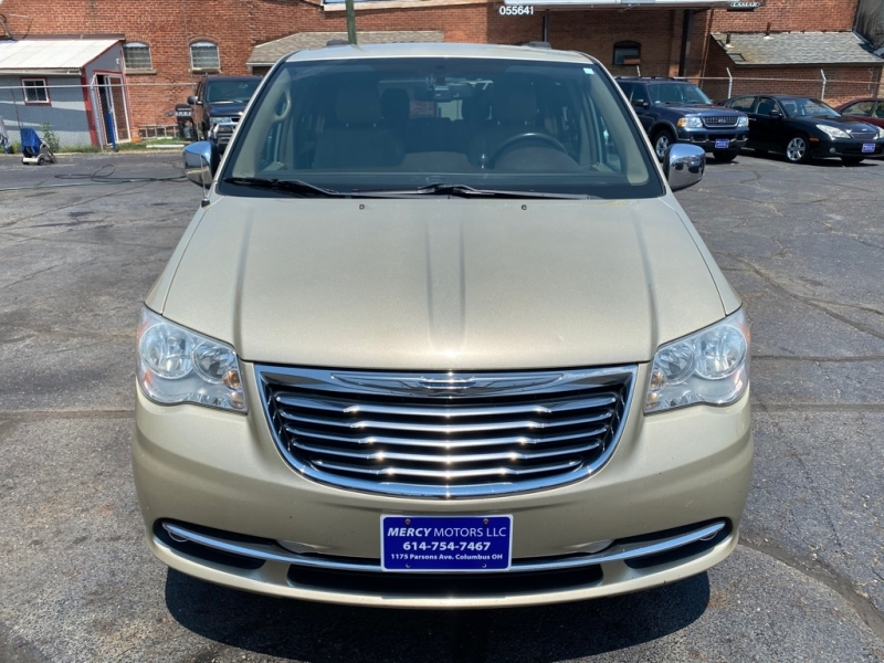 CHRYSLER TOWN & COUNTRY 2011 price $6,995