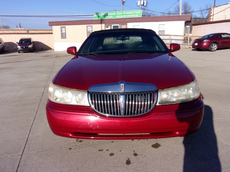 Lincoln Town Car 2000 price $1,995