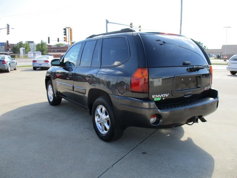 GMC Envoy 2004 price $4,295