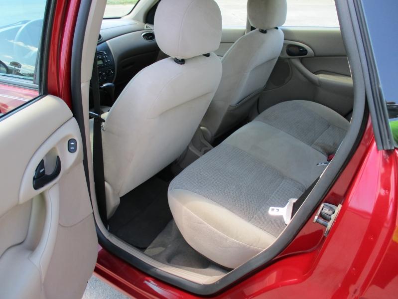 Ford Focus 2003 price $3,695