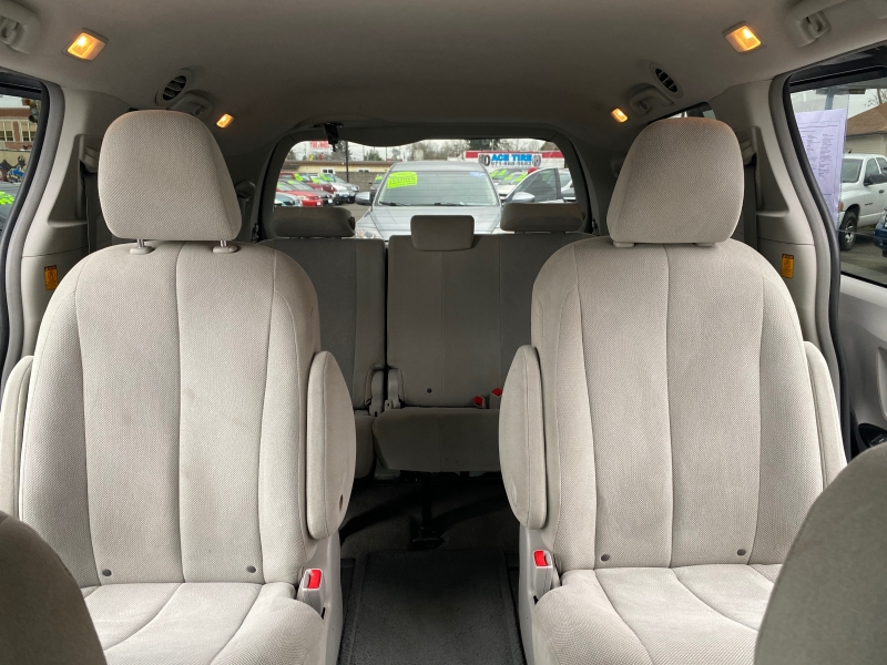 TOYOTA SIENNA 2012 price $13,500