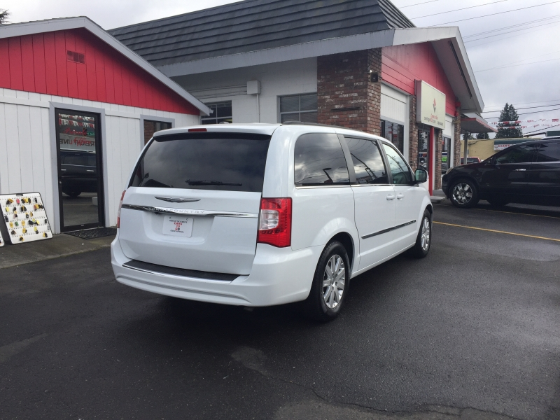 CHRYSLER TOWN & COUNTRY 2014 price $10,995