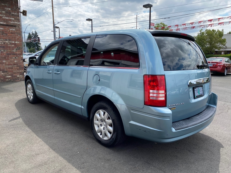 CHRYSLER TOWN & COUNTRY 2009 price $7,995