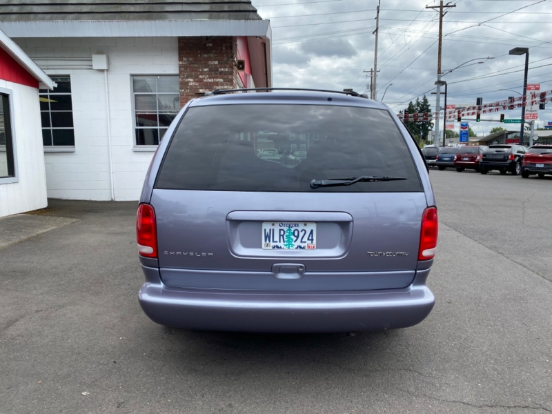 CHRYSLER TOWN & COUNTRY 1998 price $4,995