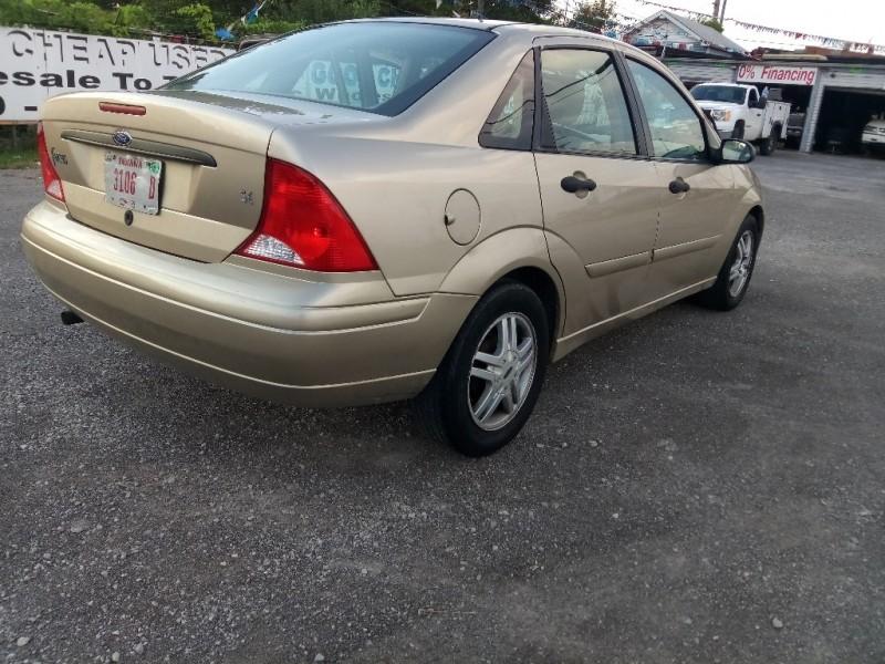 Ford Focus 2000 price $2,988