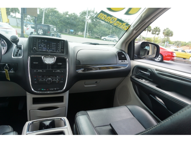 Chrysler Town & Country 2016 price $11,952