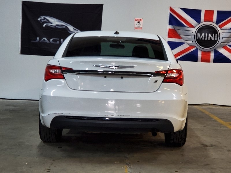 Chrysler 200-Series 2013 price $5,997