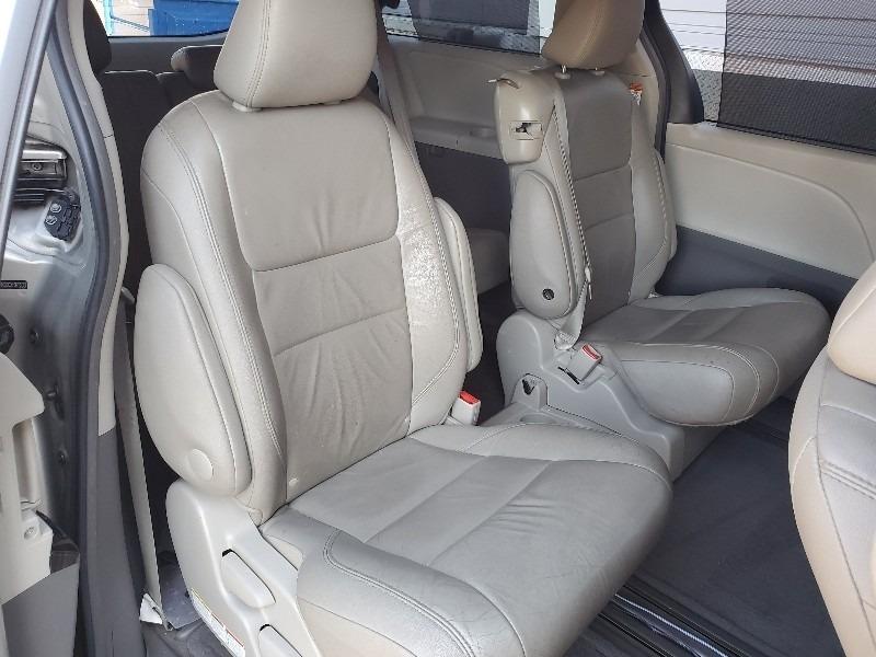Toyota Sienna 2015 price $13,997
