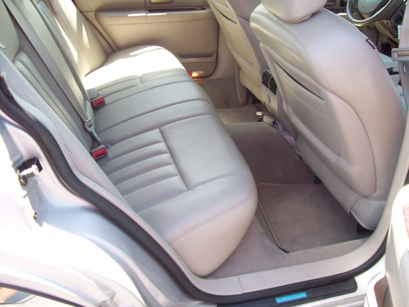 LINCOLN TOWN CAR 2005 price $6,490