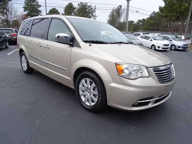 Chrysler Town & Country 2012 price $9,990