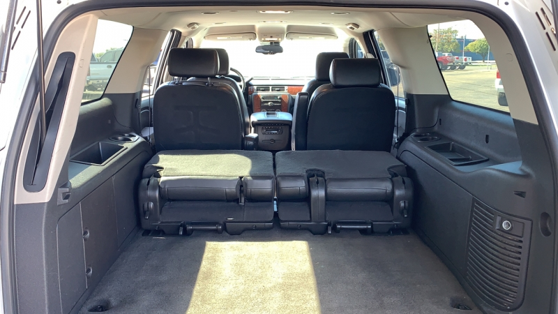 Chevrolet Suburban 2009 price Call for Pricing.