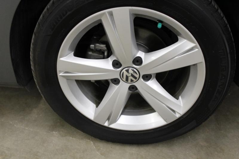 Volkswagen Passat 2014 price $9,599