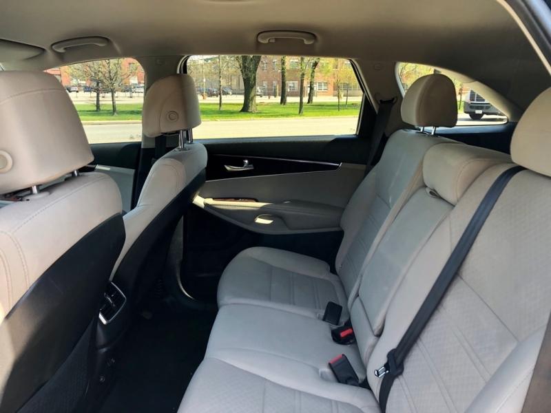 Kia Sorento 2017 price $10,900