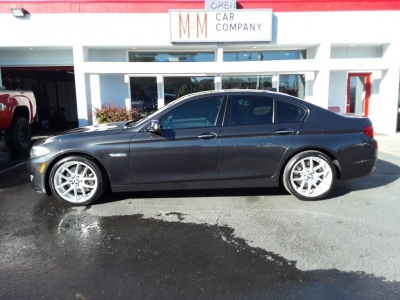 2011 BMW 5 Series 4dr Sdn 550i RWD