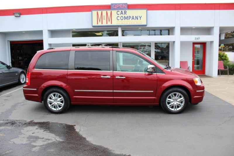 Chrysler Town & Country 2010 price $11,799