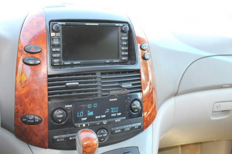 Toyota Sienna 2006 price $7,599