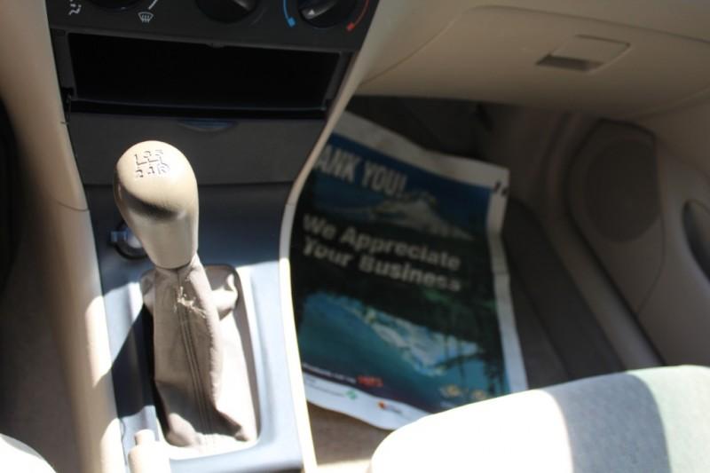 2004 Toyota Corolla 4dr Sdn CE Manual