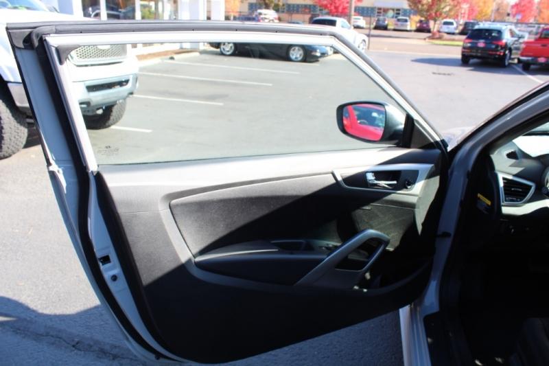 Hyundai Veloster 2013 price $10,499